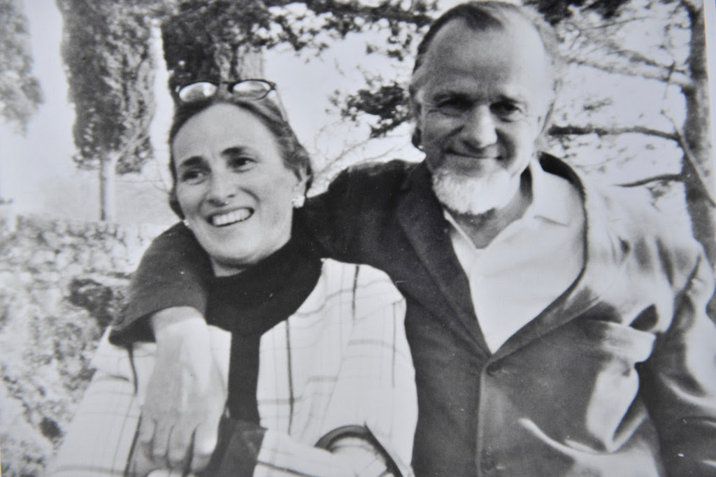Edith Schaeffer with her husband, Francis Schaeffer, in 1970 in Switzerland, where they founded L'Abri, a Christian commune.